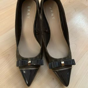 DKNY Logo Brown Bow Heels New 9